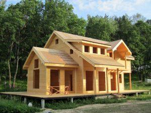 Загородный домик на сваях