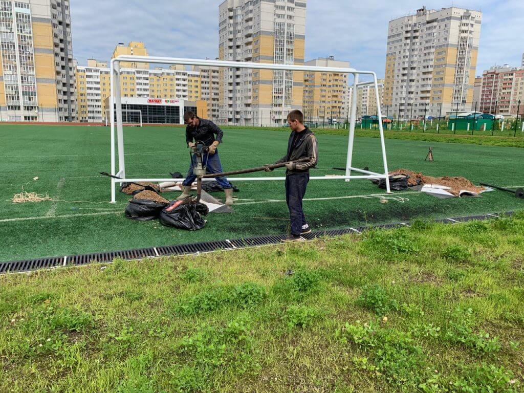 Установка свая для футбольных ворот