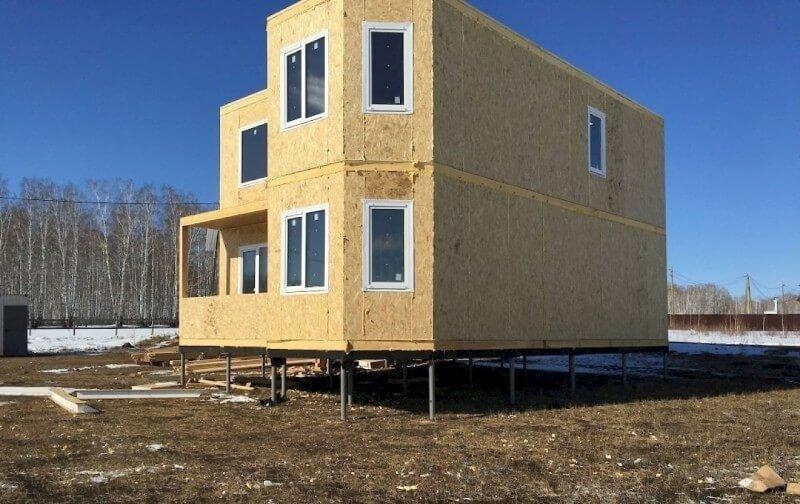 Дом из сип панелей на сваях