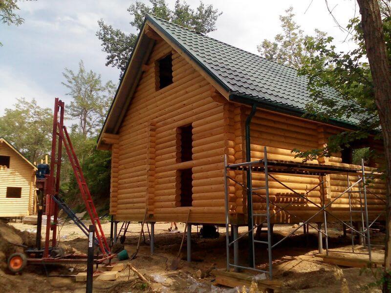 Установка фундамента для дома из бруса